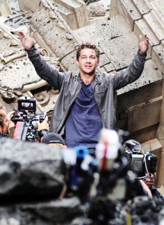 Il giovane attore: Shia LaBeouf sul set del film Transformers 3