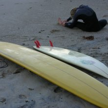 Sul set americano de La Polinesia è sotto casa: 15. lo stunt Jade Tindle fa stretching vicino alle sue tavole