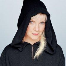 Un'immagine promo di Laura Harris con cappuccio della morte per la stagione 2 di Dead Like Me