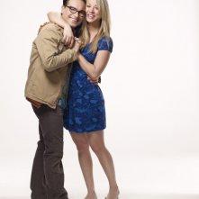 Johnny Galecki e Kaley Cuoco in una foto promozionale della stagione 4 di The Big Bang Theory