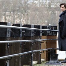 Benedict Cumberbatch nell'episodio The Great Game di Sherlock