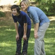 Julie Benz e Jimmy Bennett nel pilot della serie No Ordinary Family
