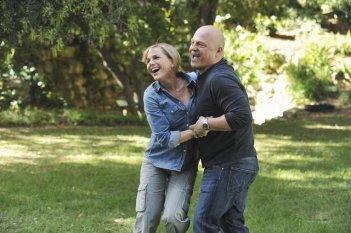 Julie Benz e Michael Chiklis nel pilot della serie No Ordinary Family