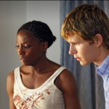 Rutina Wesley e Ryan Kwanten nell'episodio Hitting the Ground di True Blood