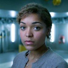 Antonia Thomas è Maddy in una foto promozionale di The Deep