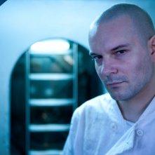Nick Nevern è Stas in una foto promozionale di The Deep