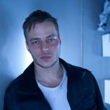 Tom Wlaschiha è Arkady in una foto promozionale di The Deep