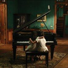 Una immagine del film Alone.