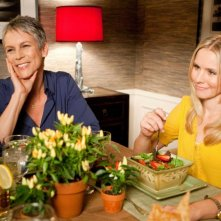 Jamie Lee Curtis e Kristen Bell nella commedia You Again