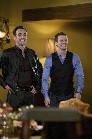 Luke Mably e Paul Blackthorne nell'episodio Jurisdiction di The Gates
