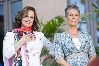 Sigourney Weaver e Jamie Lee Curtis in You Again