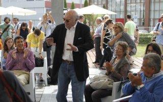 Francesco Rosi circondato dal pubblico di Locarno 2010