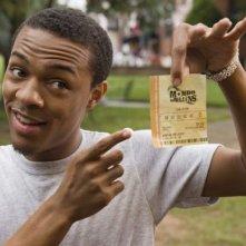 Bow Wow con un biglietto della lotteria in Lottery Ticket (2010)