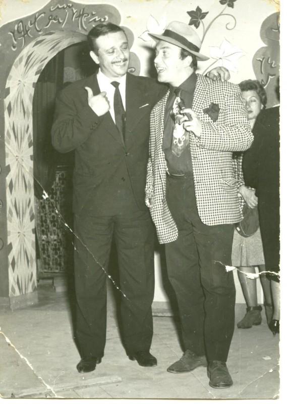 Nello Appodia E Fred Buscaglione Sul Set Del Film Noi Duri 1960 Durante Una Pausa 171479