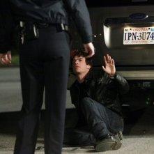 Damon (Ian Somerhalder) e lo Sceriffo Forbes (Marguerite MacIntyre) in: Punto di svolta di Vampire Diaries