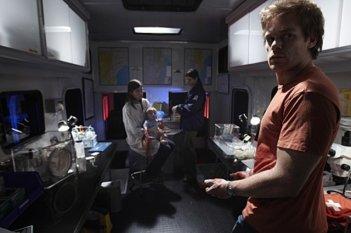 Dexter: Michael C. Hall in una scena della premiere della stagione 5