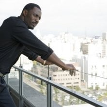 Idris Elba nel film Takers