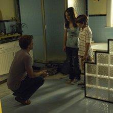 Michael C. Hall, Christina Robinson e Preston Bailey in una scena della premiere della stagione 5 di Dexter