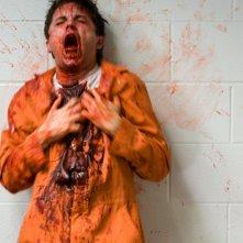 Thomas Dekker in una scena dell'horror Nightmare (2010)