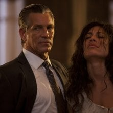 Eric Roberts e Giselle Itié in un'immagine del film The Expendables