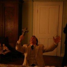 Patrick Fabian nel film The Last Exorcism