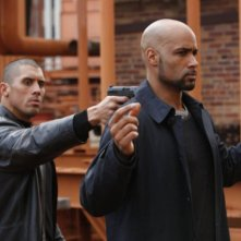 Tanoai Reed e Boris Kodjoe in una scena del pilot di Undercovers