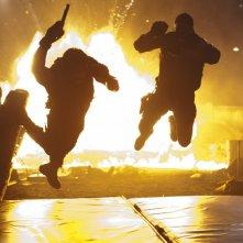 Una scena esplosica del film The Expendables
