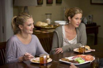 Drew Barrymore e Christina Applegate in una scena della commedia Amore a mille... miglia