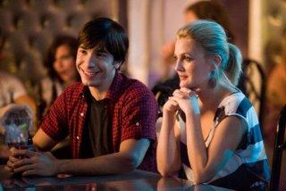 Justin Long e Drew Barrymore in una scena di Amore a mille... miglia