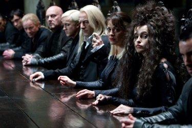 Un'immagine tratta dal film Harry Potter e i doni della morte - parte 1 con T. Felton, J. Isaacs e  H. B. Carter
