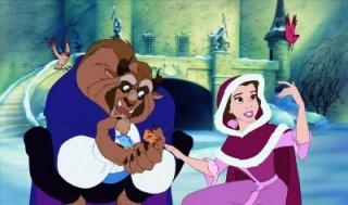 I due protagonisti in una tenera scena del film d\'animazione La bella e la bestia