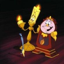Lumière e Tockins in una scena del film d\'animazione La bella e la bestia