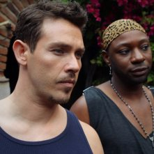 Kevin Alejandro e Nelsan Ellis nell'episodio I Smell A Rat di True Blood