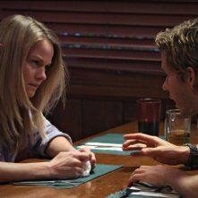 Ryan Kwanten e Lindsay Pulsipher nell'episodio Everything Is Broken di True Blood