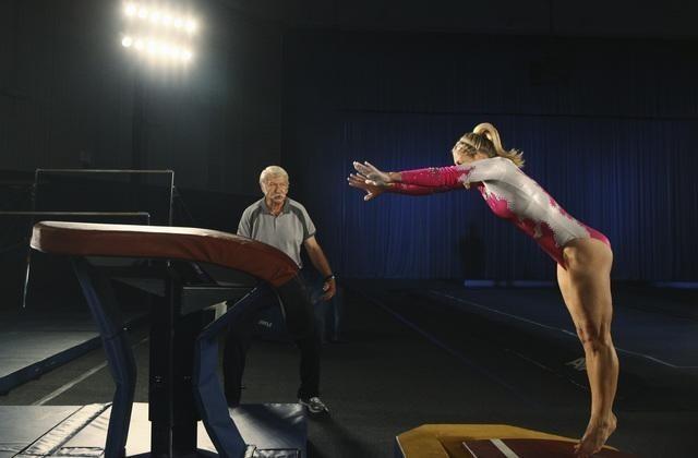 Bela Karolyi E Cassie Scerbo In Un Momento Dell Episodio At The Edge Of The Worlds Di Make It Or Bre 172545