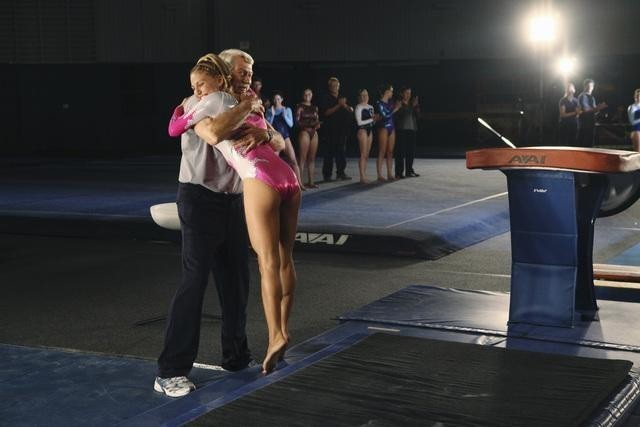 Bela Karolyi E Cassie Scerbo Nell Episodio At The Edge Of The Worlds Di Make It Or Break It 172543