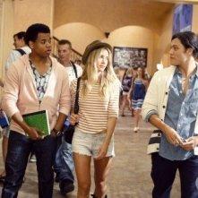 Blair Redford, Gillian Zinser e Tristan Wilds in un momento dell'episodio Senior Year, Baby di 90210