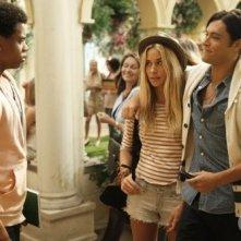 Blair Redford, Gillian Zinser e Tristan Wilds in una scena dell'episodio Senior Year, Baby di 90210