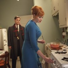 Christina Hendricks e Sam Page nell'episodio The Good News di Mad Men