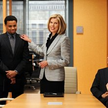 Christine Baranski, Josh Charles e Michael Ealy nell'episodio Taking Control di The Good Wife