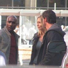 Elizabeth Mitchell e Morris Chestnut impegnati sul set della stagione 2 di V