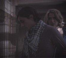 Gemma Atkinson e Peter Gadiot in una scena dell'horror 13Hrs