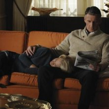 January Jones e Christopher Stanley in un momento dell'episodio The Chrysanthemum and the Sword di Mad Men