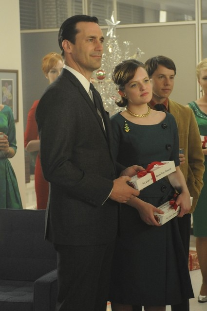 Jon Hamm Ed Elisabeth Moss Nell Episodio Christmas Comes But Once A Year Di Mad Men 172709