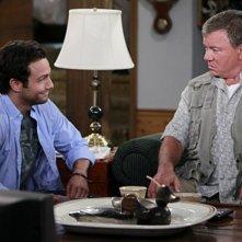 Jonathan Sadowski e William Shatner in una scena del pilot della serie $#*! My Dad Says