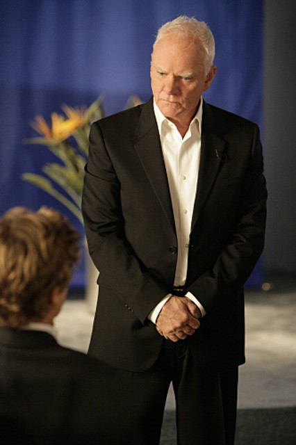 La Guest Star Malcolm Mcdowell Nell Episodio Red All Over Di The Mentalist 172731
