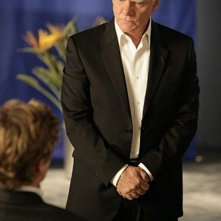 La guest star Malcolm McDowell nell'episodio Red All Over di The Mentalist
