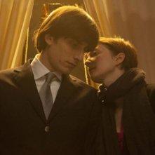 Luca Marinelli e Alba Rohrwacher in un'immagine del film La solitudine dei numeri primi