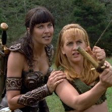 Lucy Lawless e Renee O\'Connor nell\'episodio Xena contro il gigante, del serial Xena