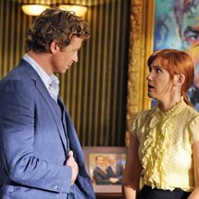 Simon Baker e Kari Coleman nell'episodio Red Sky At Night di The Mentalist